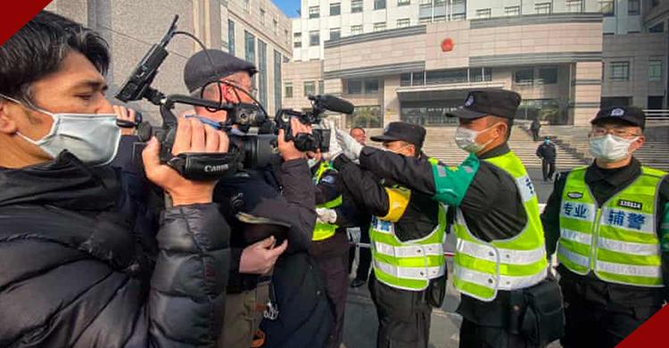 বিদেশি সাংবাদিকদের নিয়ন্ত্রণের চেষ্টা করছে চীন